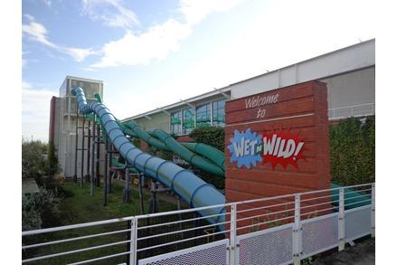 Special Deal Valid until 30th November 1 Day Entry to Wet'n'Wild 4 Park Unlimited Entry until 30/06/ Dive into a splashtacular day out at Wet'n'Wild Gold Coast, the biggest water park in town, where summer is endless and so is the fun.
