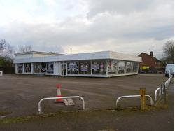 Motor Related Showroom, Fletcher Way, Hemel Hempstead, HP2 5SE - To Let