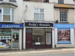 DUNSTABLE - TOWN CENTRE SHOP - TO LET - 482 sq ft (44.77m) - With the benefit of frontages to both the High Street and Ashton Square, an attractive ground floor shop.