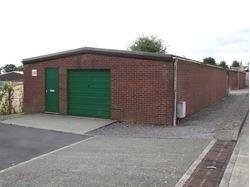 Workshop / storage unit on well established and popular Industrial estate