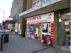 DUNSTABLE - LOCK-UP SHOP - TO LET - 663sq ft    (61.63sqm)