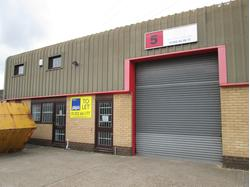 Modern Industrial Unit To Let (with Mezzanine & Parking) in Poole