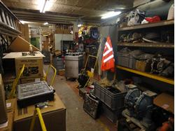 Lock up shop premises with light industrial / storage to rear