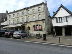 Prominent shop with first floor office/stockroom to let in Burford, Oxfordshire
