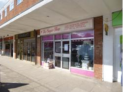 RETAIL UNIT IN POPULAR PARADE (985sq ft) - Large ground floor lock-up shop, situated in highly popular parade with full occupancy.