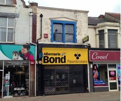 A1/A2 Retail Unit to Let, Flat to let also, or Freehold for Sale of whole