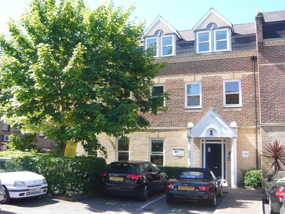 1 quintet buildings churchfield road walton on thames for Modern house quintet