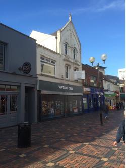 Unit on Busy Pedestrian Street to Let Swindon